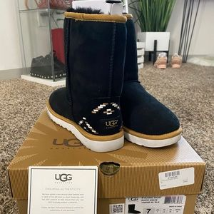 Classic Short Uggs with Rustic Weave